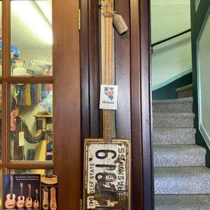 Slide guitar, cigarbox