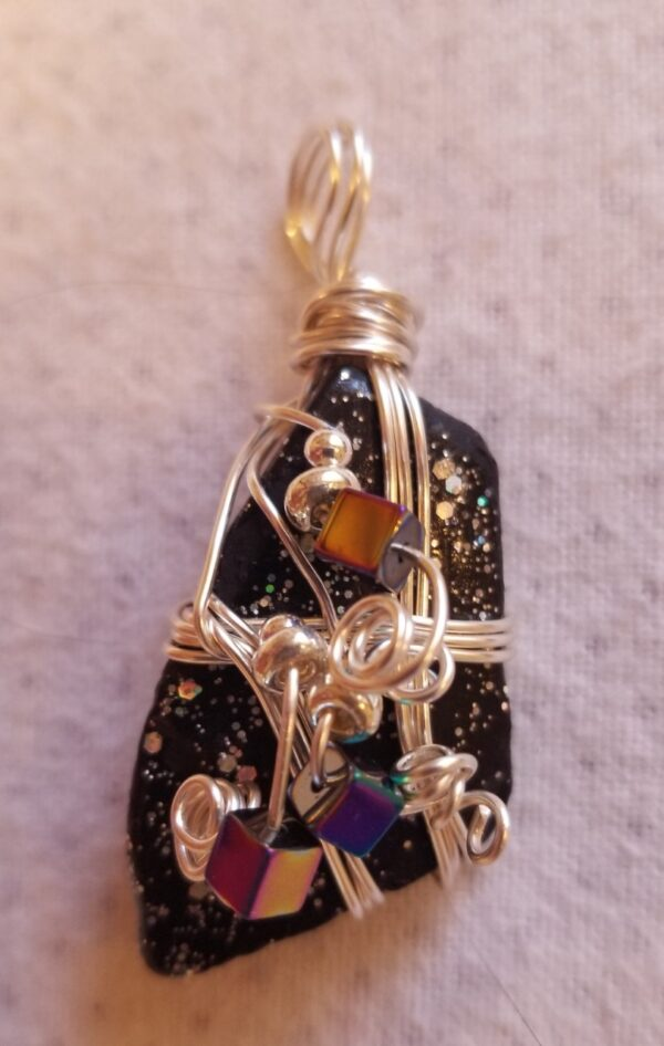 Made in Nevada Beach glass pendant, painted black/glitter, 3-wire, 3 square beads